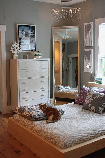 Cara cerdik maksimalkan luas apartemen studio anda for Small bedroom furniture placement ideas