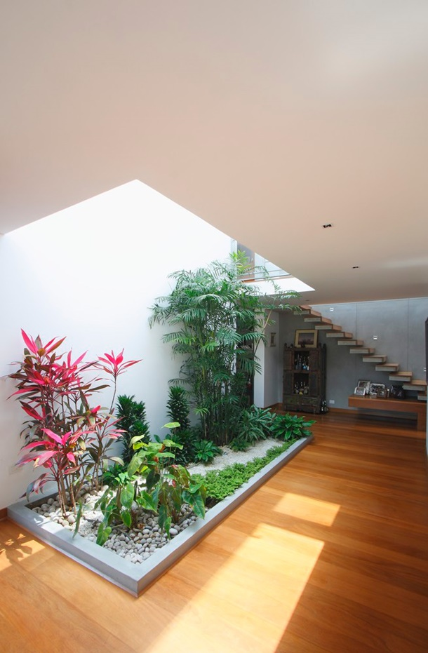 Maximum air ventilation comes in the form of open space in the house.  (Photo: archdaily.com)