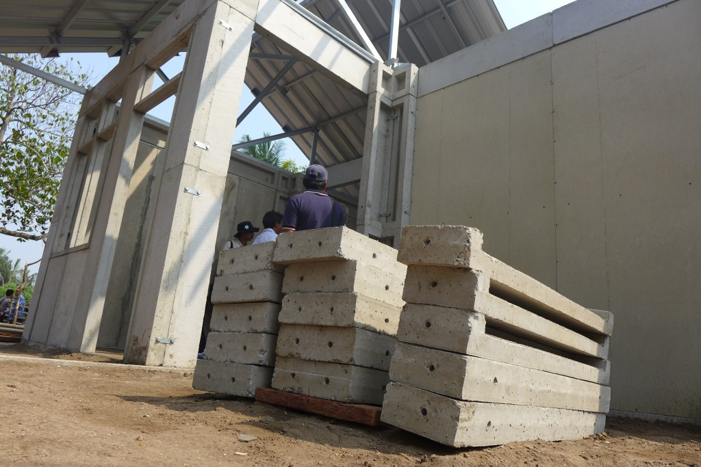 Tak butuh semen untuk membangun rumah. Cukup satukan panel-panel ini dengan baut, Anda bisa mendapatkan rumah berstandar nasional.