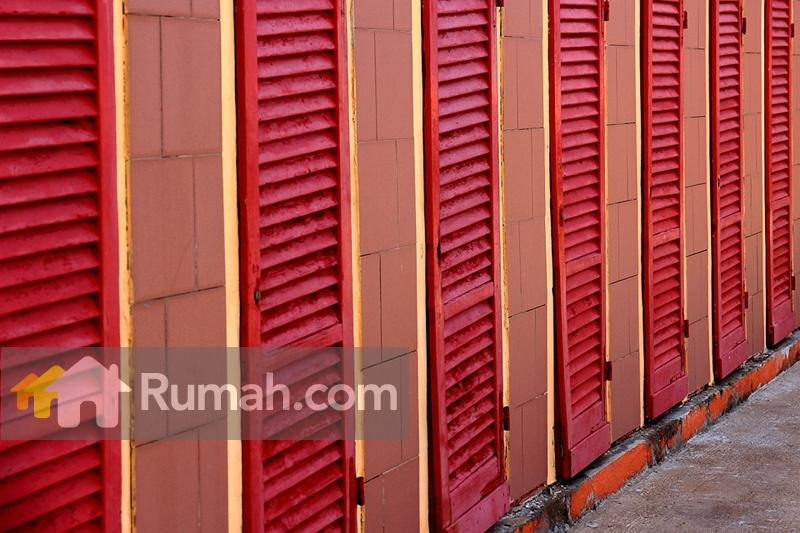 Contoh Kombinasi Warna Merah Dan Pada Dinding Jendela Rumah Di Meksiko Source