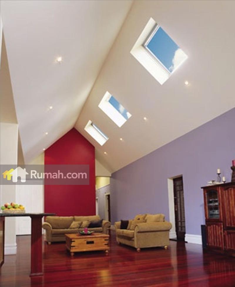 Pemasangan Skylight bisa digunakan untuk ruang tamu. Contoh rumah di Australia ini memiliki atap rumah yang tidak datar. Dengan ketebalan kaca minimum 6,38mm (source: yourhome.gov.au)