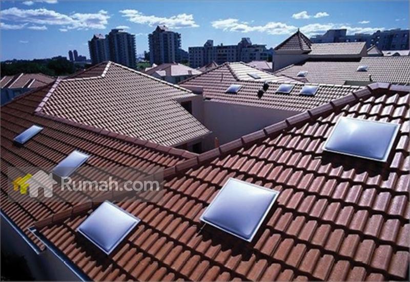 Contoh pemasangan skylight pada model atap rumah yang tidak datar (source: yourhome.gov.au)
