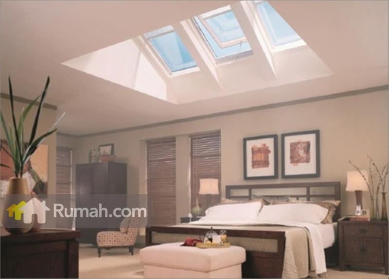 Pemasangan skylight untuk kamar tidur. Jendela dipasang tidak 180 derajat, melainkan dibuat kemiringan yang bertujuan sinar matahari tidak terpancar langsung (source: yourhome.gov.au)