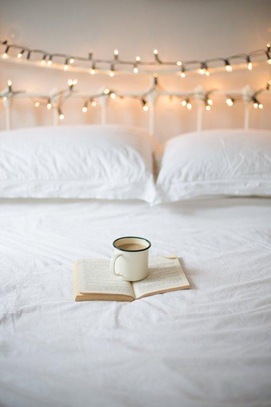 Hampir Mirip Dengan Ide Sebelumnya Namun Aplikasi Lampu Dekorasi Dibiarkan Melilit Pada Papan Ranjang Tidur Anda Ini Co Jika