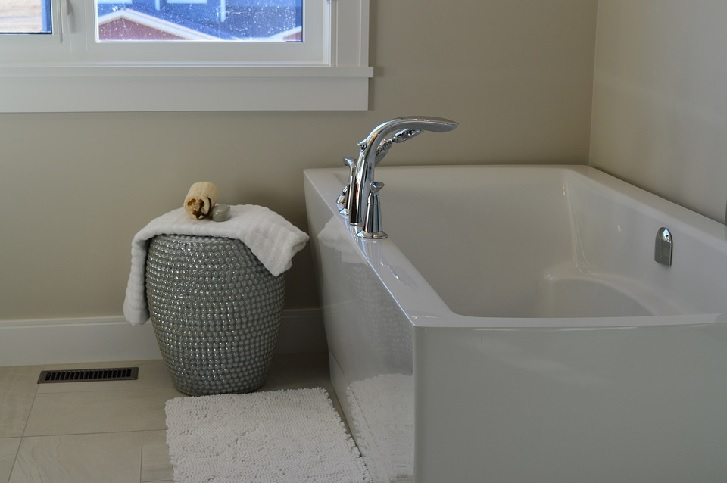 Cotoh warna putih yang digunakan untuk kamar mandi di rumah Anda (sumber: pixabay.com)