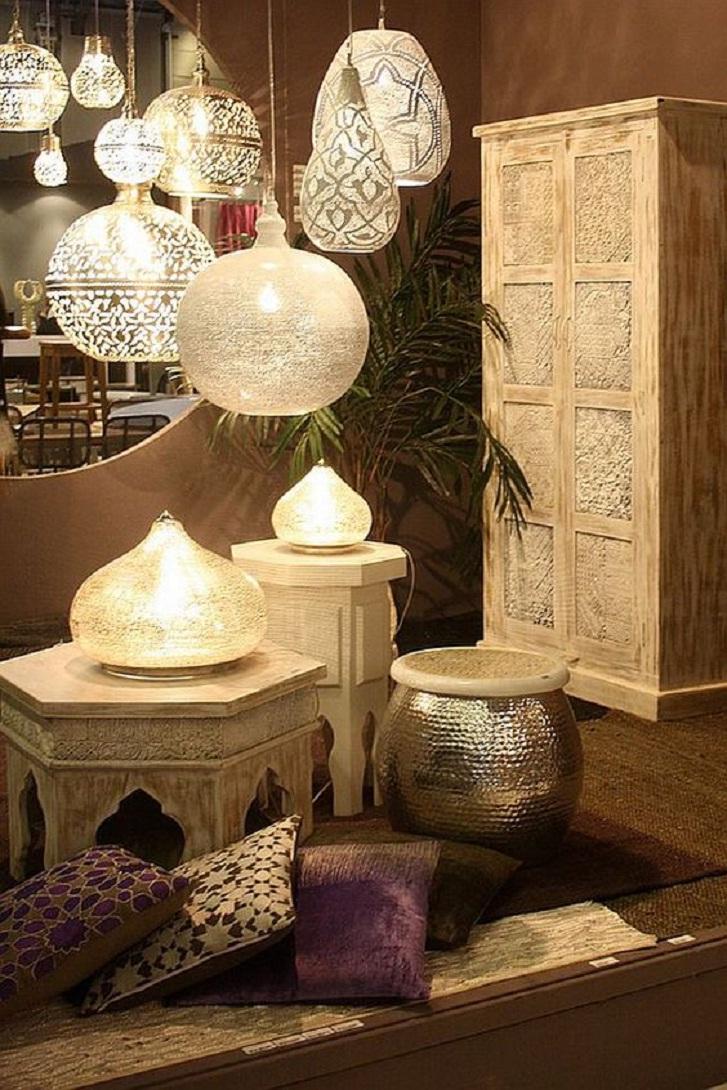 Contoh lampu fanus pada sebuah ruang tamu bernuansa Mesir (sumber: pinterest)