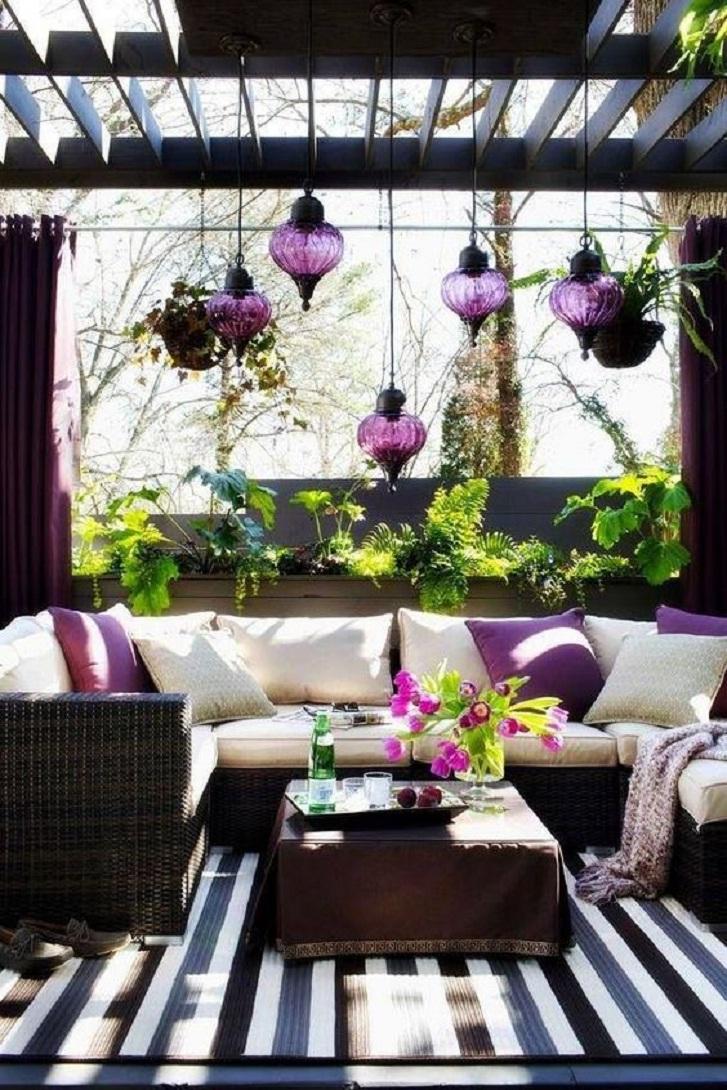 Contoh dekorasi ruang keluarga dengan nuansa ungu siap membuat Anda nyaman menghabiskan waktu bersama keluarga selama Ramadhan (sumber: pinterest)