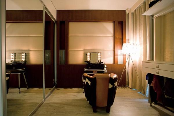 นอกจากนี้ภายในมีห้องน้ำ ห้องแต่งตัว และห้องฟิตเนสในตัว โดยเชื่อมพื้นที่กับระเบียงด้านนอกซึ่งมีจากุซซี่ไว้นอนแช่ตัวในวันพักผ่อน