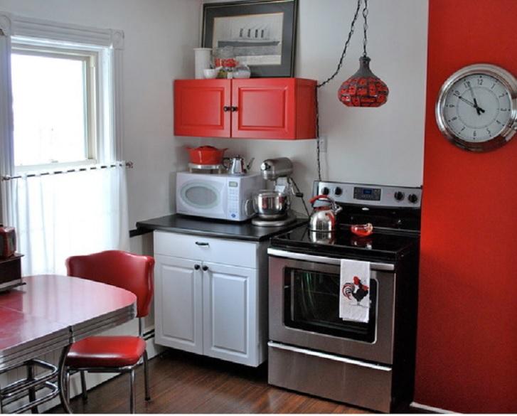 Kitchen set yang lengkap dan pemilihan warna yang menarik (hgtv.com)