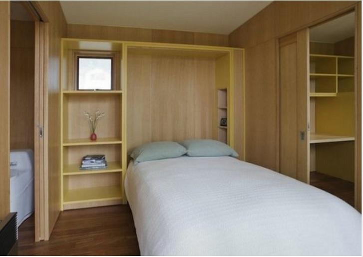 Gunakan material kayu untuk lemari hingga lantai (homeedit.com)