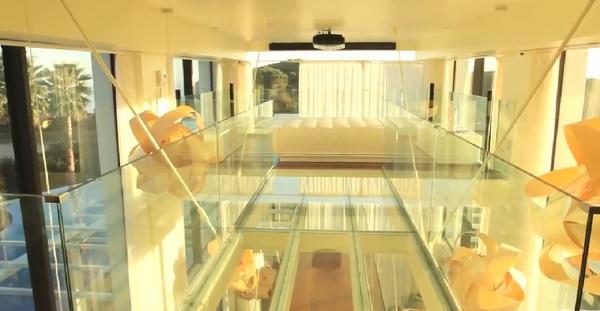 Ruang tamu yang ada di rumah Lorenzo (homemydesigning.com)