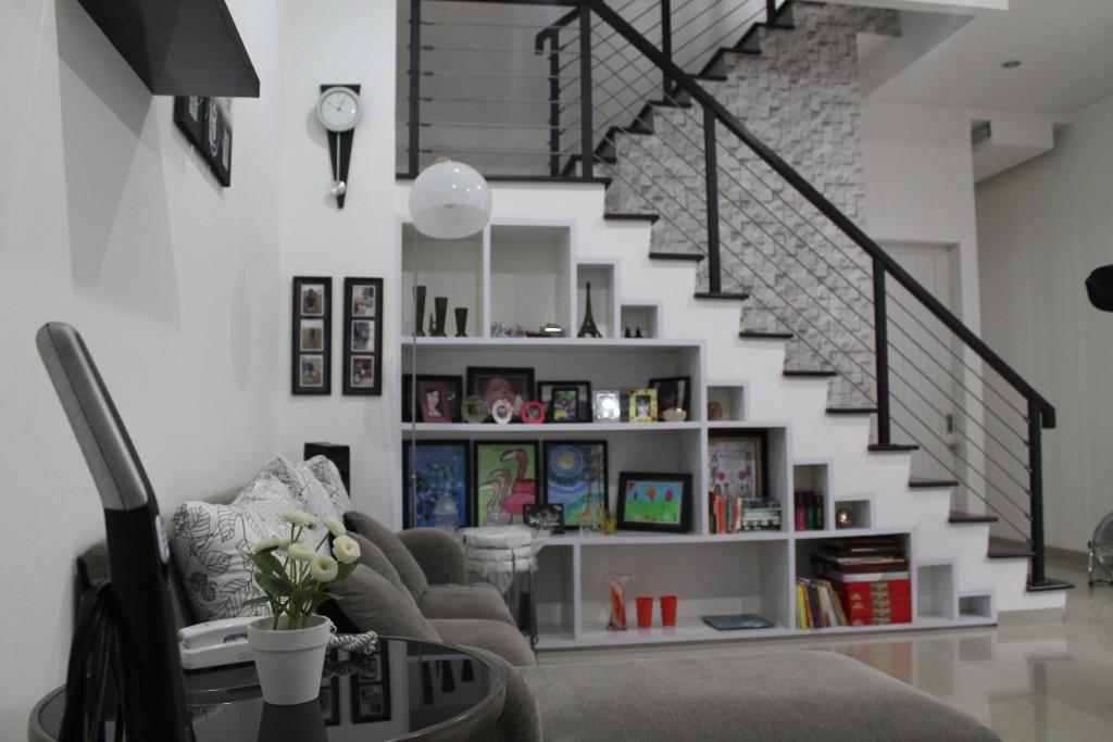 Contoh menata ruang keluarga tanpa televisi. (Kediaman Keluarga Ibu Leny - Kebayoran Baru, Jaksel)