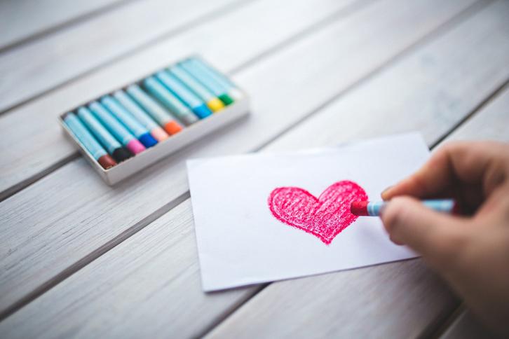 Anda juga bisa berkreasi untuk membuat kartu ucapan dengan sentuhan yang bersifat personal.