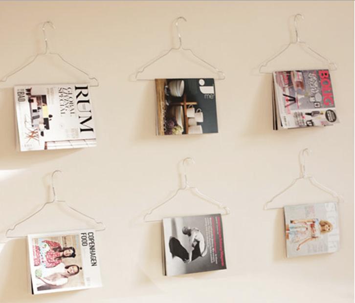 Cover majalah yang artistik bisa menambah indah dinding Anda.