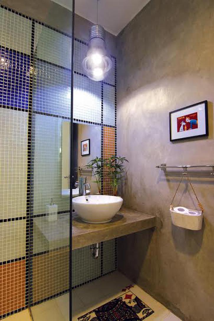 Warna-warni kamar mandi lebih lembut.