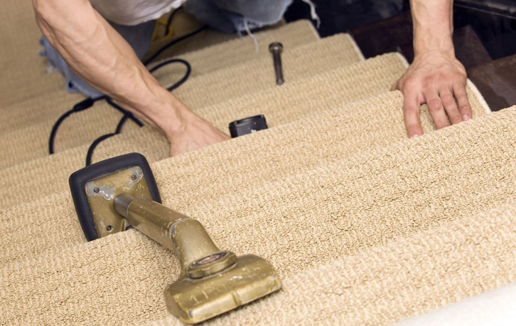 Kelebihan dan kekurangan menggunakan karpet pada anak tangga