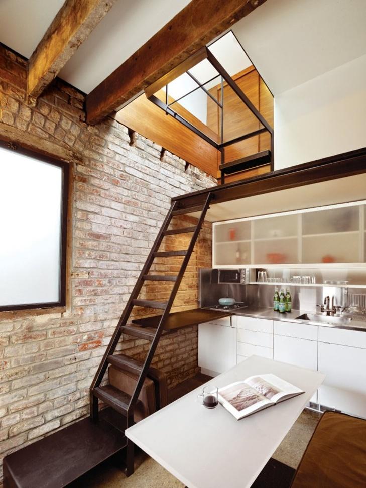 Lantai pertama hanya diisi dapur sekaligus ruang makan.