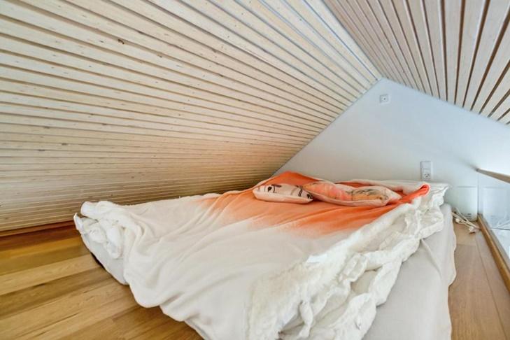 Area loteng menjadi kamar tidur.