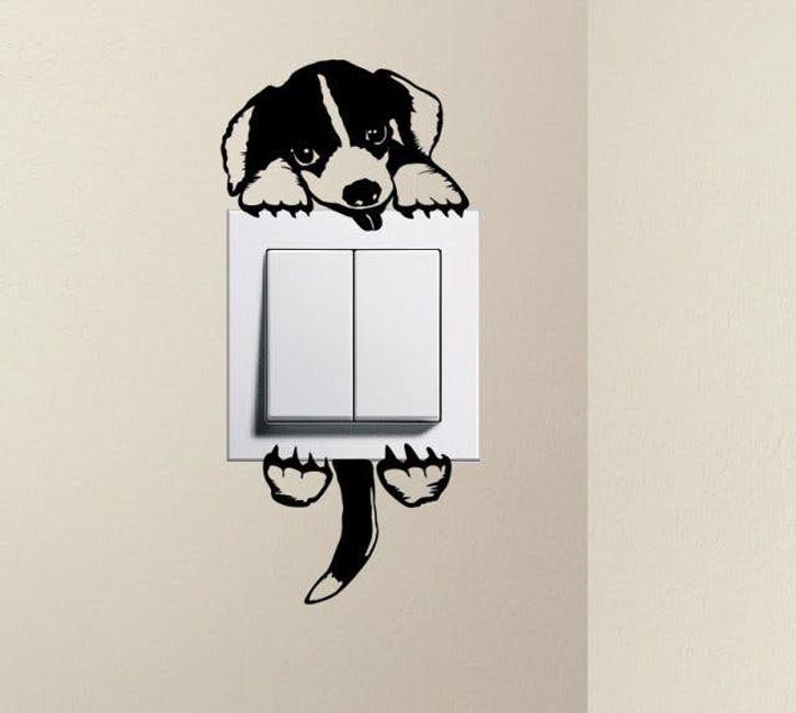 Stiker-stiker lucu yang mudah Anda dapatkan bisa membuat suasana ruangan lebih ceria.