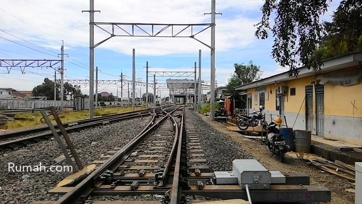 Demi menyambut rencana penerusan jalur commuterline sampai ke Cikarang, stasiun Cikarang pun mudah beres-beres untuk memenuhi infrastruktur yang dibutuhkan.