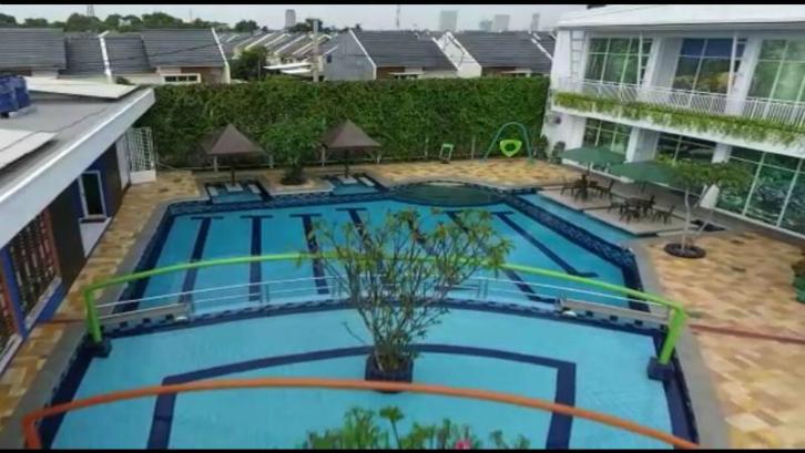 Aryana Karawaci juga memiliki beragam fasilitas seperti kolam renang