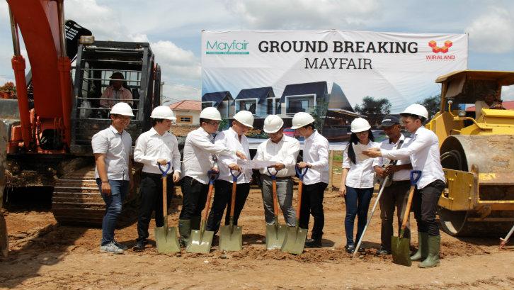 Perumahan Mayfair dibangun di atas luas lahan17 Ha yang rencananya akan dibangun sebanyak 289 unit rumah