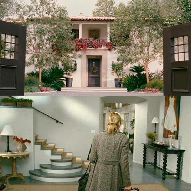 Interior rumahnya didominasi dengan warna abu-abu.