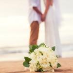 Menggelar pesta pernikahan di rumah adalah hal yang lumrah