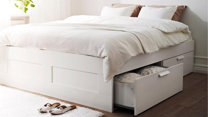 Desainer furnitur saat ini sudah banyak mengaplikasikan konsep multifungsi untuk tempat tidur.