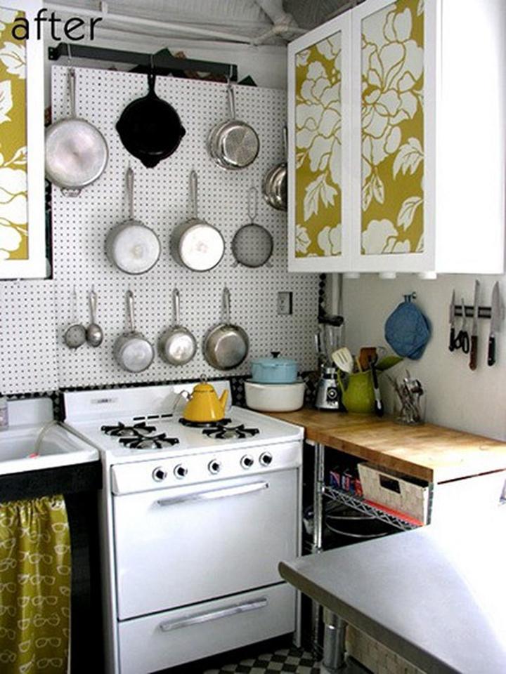 menata peralatan dapur-gantungkan