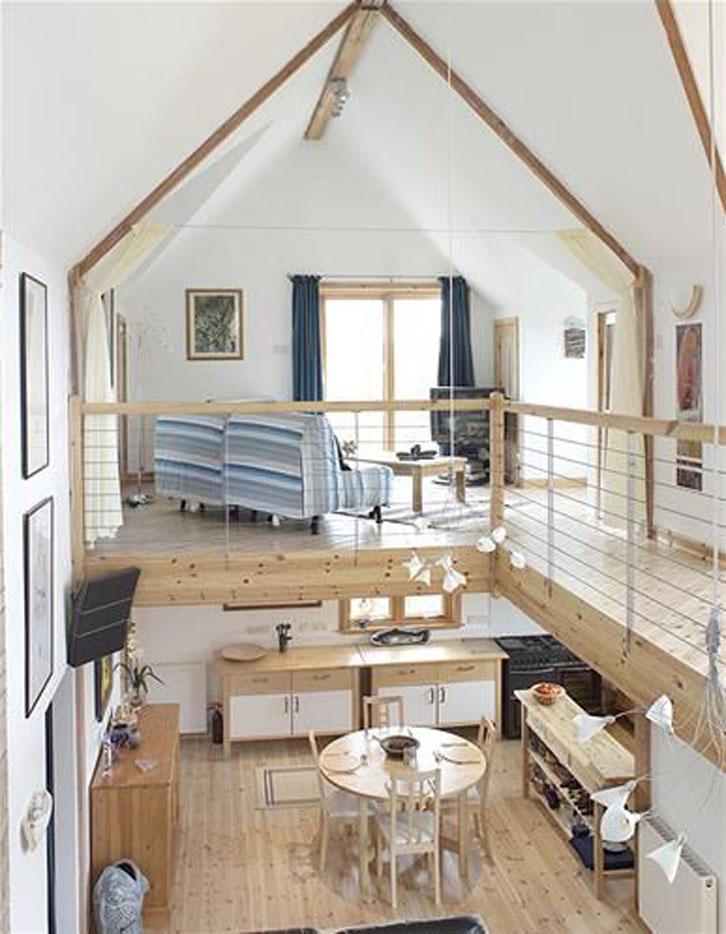 Anda juga dapat menambahkan satu set sofa atau sofa bed, televisi besar, video game, karpet dan beberapa bantalan yang nyaman.