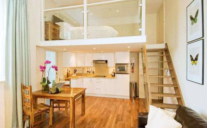 Sementara ruang pada lantai bawah hunian dapat digunakan untuk ruang keluarga, area makan, dan dapur.