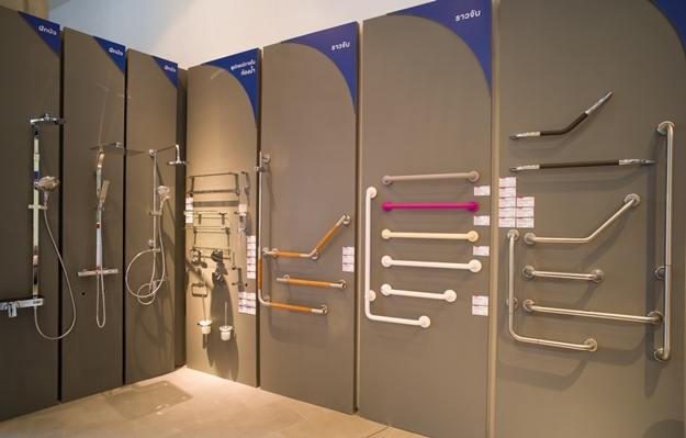 ราวจับรุ่นต่าง ๆ สำหรับติดตั้งในห้องน้ำของบ้านผู้สุงอายุ