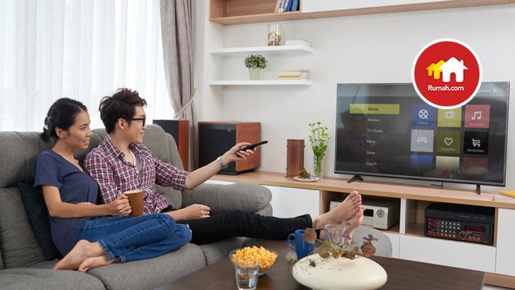 Dekorasi rumah dengan menggunakan konsep panel televisi.