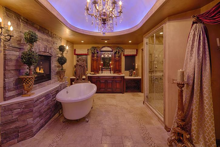 kamar mandinya pun didominasi warna coklat