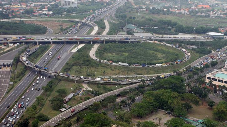 Dua dari 6 ruas tol Jakarta Outer Ring Road II (JORR II) berharap mampu dirampungkan sesuai target awal pada Juni ini. Hal ini diprediksi membawa dampak positif pada properti Serpong.