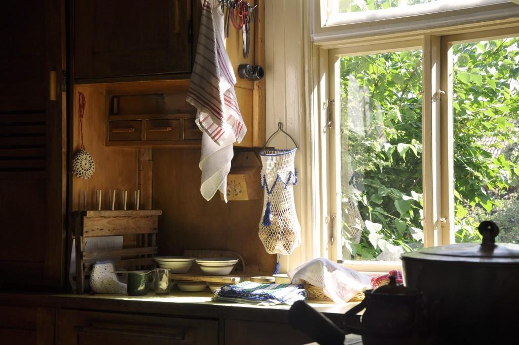 window-3255051_1920
