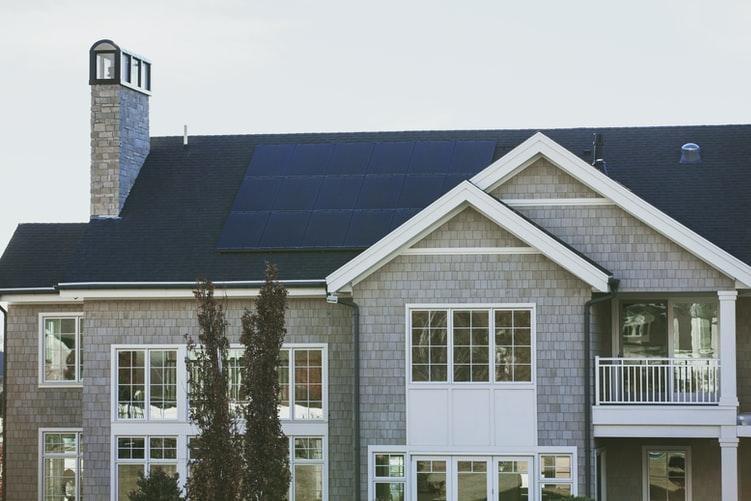 Ini Manfaat Penggunaan Panel Surya di Rumah