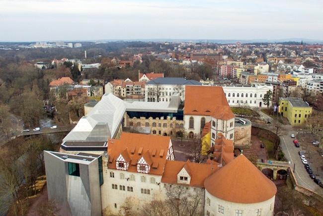 Bangunan Indah Campuran Sejarah dan Modern