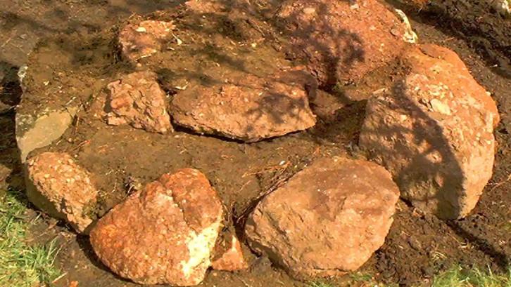 2. Percantik dekorasi batu