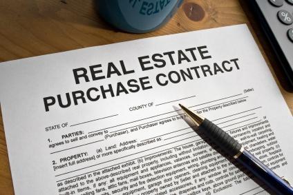 หนังสือสัญญาจะซื้อจะขายบ้านและคอนโด เป็นเอกสารสำคัญที่ควรมีในการซื้อขายอสังหาฯ ทั้งนี้ก็เพื่อทำให้การซื้อขายเป็นไปอย่างถูกต้องตามกฎหมาย โดยผู้ซื้อและผู้ขาย สามารถใช้สิทธิตามกฎหมายฟ้องร้องเรียกค่าเสียหายได้ หากฝ่ายใดฝ่ายหนึ่งผิดสัญญา
