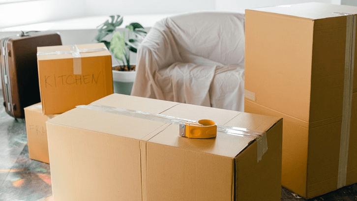 Perhatikan muatan barang-barang rumah saat akan pindah ke rumah sewa jangan melakukan renovasi besar untuk menampung barang Anda. (Sumber: Pexels.com)