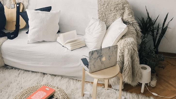 Buat rumah sewa senyaman mungkin seperti rumah sendiri namun jangan berlebihan. (Sumber. Pexels.com)