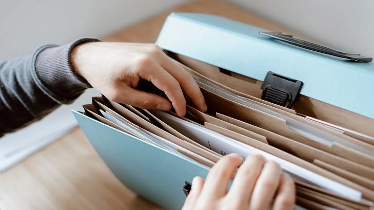 Dokumen yang harus Anda persiapkan sebelum mengajukan KPT (foto: Anete Lusina-Pexels)