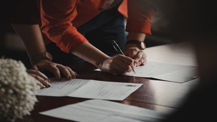 Akta notaris adalah surat bukti yang paling penting. (Foto:Unsplash- Romain Dancre)