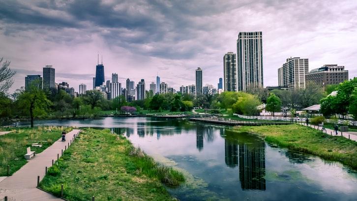 Baik beli properti luar negeri maupun kota, pemilihan lokasi terbaik adalah dekat dengan pusat kota. (Foto: Pexels)