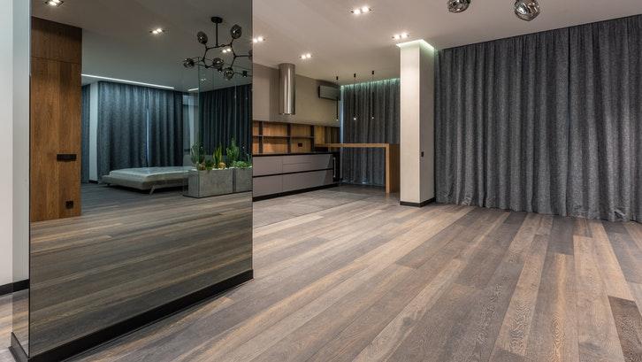 Perawatan ekstra diperlukan apabila Anda menggunakan kayu sebagai interior rumah. (Foto: Pexels – Max Vakhtbovych)