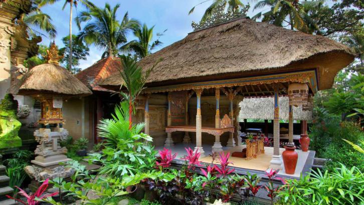 Tanah liat dan alang-alang menjadi salah satu material rumah Bali. (Sumber: Pexels.com)