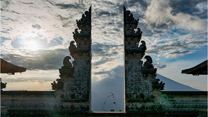 Rumah Bali biasanya menghadap arah mata angin barat maupun timur. (Sumber: Pexels.com)