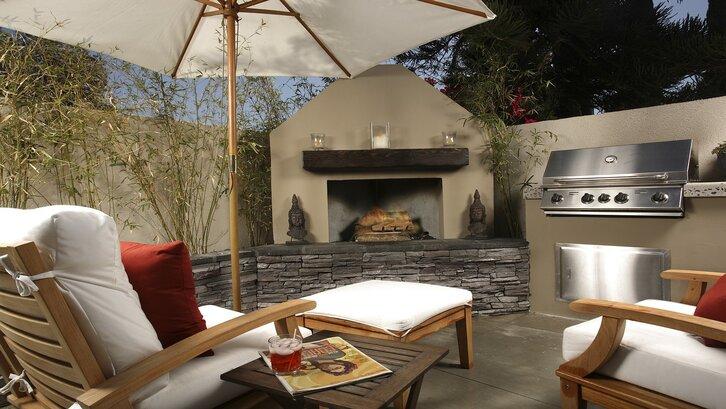 Untuk menjaga taman belakang rumah minimalis, pilih tiga elemen yang ingin ditonjolkan. (Foto: Pixabay-Andy Giraud)